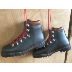 Chaussures de marche traditionnelles